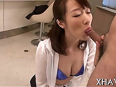 Oriental sweetheart pussy gets stretched
