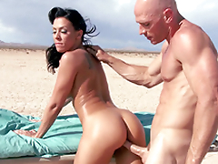 Ambulance stops in the desert and Rachel Starr enjoys XXX drilling
